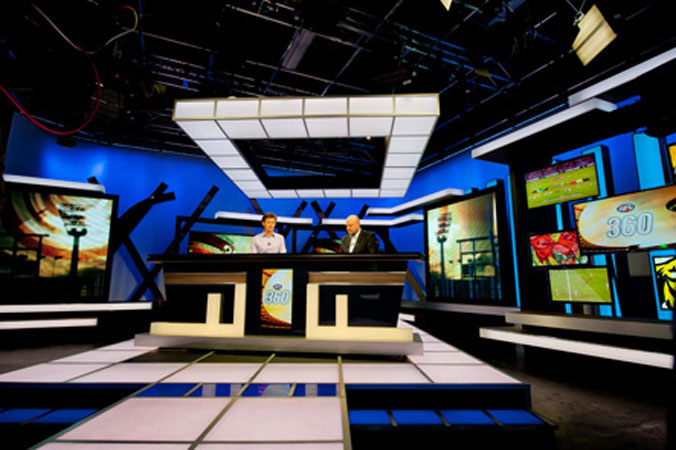 Fox Sports hosts try out their new desk